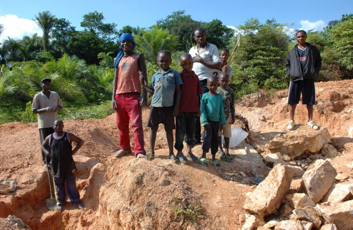 Community Engagement in Mining: Sharing Experiences and Best Practices